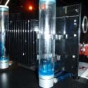 Jeder der vier Verstärker hat ein eigenes Ausgleichsgefäß und eine eigene Wasserkühlung.
