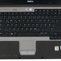 Zum effizienten Büro-Einsatz passen auch die Eingabegeräte des D531. So hinterlassen die Touchpad-Tasten einen bedeutend kompetenteren Eindruck als bei der hauseigenen Inspiron-Konkurrenz, was allerdings kein großes Kunststück darstellt.