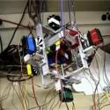 Wer ungeübt ist, kann mit einem Rubiks-Würfel viele Stunden verbringen: <a href=http://www.youtube.com/watch?v=6960jAGCkiA&mode=related& target=blank>Dieser Roboter braucht gerade einmal 54 Sekunden, um den so genannten Zauberwürfel in die Ausgangsstellung zu bringen</a>. Der aktuelle Weltrekord liegt laut Wikipedia übrigens bei 11,3 Sekunden - gehalten von einem Menschen.
