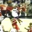 Statt mit Übersteigern und Hackentricks verzücken Basketballer mit Dunks und Blocks ihr Publikum: In <a href=http://www.youtube.com/watch?v=3fwhY-L_ZLY&feature=TopRated&page=1&t=a&f=b target=blank>Art of War</a> hat ein Basketballfan spektakuläre Szenen aus der NBA, der nordamerikanischen Profiliga, zusammen geschnitten. Sechseinhalb Minuten lang gibt es Dunks und Block und Dunks und Blocks und...