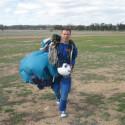 Ian ist begeisteter Fallschirmspringer. Seine komplette Ausrüstung kann Ihnen gehören.