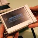 Kabellose Film-Downloads, Wiedergabe von Internet-Videos, Surfen, Streamen, Aufzeichen - der Archos 605 WiFi taugt nicht nur für lange Bahnfahrten, sondern macht auch in den eigenen vier Wänden eine gute Figur. Inhalte stellt er auf einem großen Display mit einer Auflösung von 800 x 400 Pixeln dar. Bei der Speicherfrage lässt Archos die Wahl zwischen Flash oder HD. In der Festplattenversion fasst der 605 dann maximal 160 Gigabyte. So viel Speicher hat seinen Preis: 400 Euro sind zwar angemessen, aber noch lange kein Schnäppchen.
