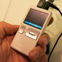 Der Archos 105 ist ein besonders flacher und kleiner Portable Media Player. Besonderheit: Mit einer Dicke von nur sieben Millimetern passt das Taschenkino in jede Hosentasche. Das Display bietet eine Auflösung von 160 x 128 Pixel.
