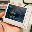 Ein Portable Media Player mit nur zwei Gigabyte großem Flashspeicher? Für Filme oder eine umfangreiche Musiksammlung dürfte dieser Platz bei weitem nicht ausreichen. Zum Glück lässt sich der Archos 405 mittels SD-Karten erweitern. Das 3,5 Zoll große Display soll Filme in DVD-Qualität anzeigen. Der kleine Speicher spiegelt sich auch im empfohlenen Verkaufspreis von 169 Euro wider.
