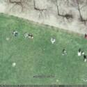 Da liegen Studenten im Bonner Hofgarten. Die erkennt man aber nur mit ein bißchen Fantasie.