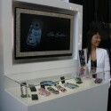 Chefdesignerin Ayano Kimura auf dem CeBIT-Stand.