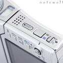 Im Vergleich zum Vorgänger S4 wurde die Optionsleiste auf der Oberseite neu gestaltet. Zoomwippe und Auslöser bekamen ein neues Outfit.