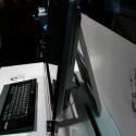 Den Laufwerksschacht versteckt der Hersteller elegant in der rechten Gehäuseseite des Bildschirms.