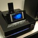 Die Basisstation des Sony Giga Juke NAS-SC500 PK ist mit einem 4,3 Zoll großen TFT-Display ausgestattet.