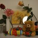 Zimmerbeleuchtung ein, Blitz aus: ISO 200, Blende 3.5, 1/30 Sekunde.