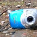 Wasser und Sand können der Kamera nichts anhaben solange alle Abdeckungen fest verschlossen sind.
