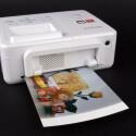 Auf der Rückseite braucht der Fotodrucker mindestens zehn Zentimeter Platz, weil er das Fotopapier mehrmals durch sich hindurchzieht.