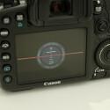 Im LCD-Monitor und im Sucher integriert die Kamera eine elektronische Wasserwaage.