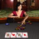 Die realistisch dargestellten Mitspieler verraten beim Pokern den ein oder anderen Hinweis, ob sie bluffen oder nicht.