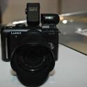 Ohne Objektiv wiegt die Micro-Four-Thirds-Kamera 285 Gramm.