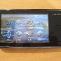 Tragbarer Media Player mit drei Zoll großem Touchscreen.