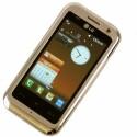Insgesamt vier Bildschirme können vom Nutzer individuell mit Applikationen belegt werden, zum Beispiel mit nützlichen Mini-Programmen, so genannten Widgets.