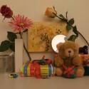 Zimmerbeleuchtung ein, Blitz aus: ISO 200, Blende 3.7, 1/25 Sekunde.