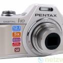 Kompaktkamera im Retro-Design einer alten Spiegelreflexkamera.