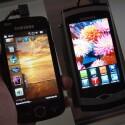 Links: Samsung Omnia II I8000 mit AMOLED-Touchscreen und Windows Mobile. Rechts: Samsung Wave S8500 mit Super AMOLED-Touchscreen und Bada.