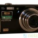 Kompaktkamera mit zehnfachem Zoom.