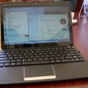 12 Zoll Display und entsprechend großes Gehäuse (ca. A4) mit ausreichend Platz für die Tastatur.
