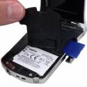 Lithium-Ionen-Akku und SD-, SDHC- oder SDXC-Speicherkarte.