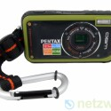 Mit dem Karabinerhaken soll der Nutzer die Kamera befestigen - er stört jedoch bei der Benutzung.