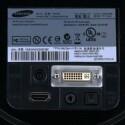 Stromanschluss, HDMI- und DVI-Schnittstelle sowie ein Audio-Ausgang.