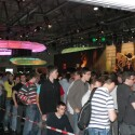 Bis zu zwei Stunden mussten Fans der Serie auf der Gamescom in Köln auf Einlass in den Stand warten. (Bild: netzwelt)