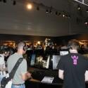 Drinnen durften sie einige Minuten den Mehrspieler-Modus von Crysis 2 antesten. (Bild: netzwelt)