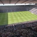 Auch Original-Stadien wie das Old Trafford sind in PES integriert. (Bild: Konami)