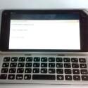 Sieht fast wie ein kleines MacBook aus: Nokia N9 mit vollständiger Tastatur. (Bild: tieba.baidu.com)