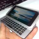 Das Display des Nokia N9 neigt sich beim Ausziehen der Tastatur leicht. (Bild: tieba.baidu.com)