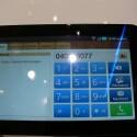 Und jetzt die echte Überraschung: Das Tablet von Samsung akzeptiert SIM-Karten, was die volle Nutzung des Android-Market und die Verwendung als Telefon ermöglicht.