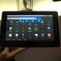 Das Gerät kommt mit Android 2.2, die WLAN-Variante kostet 429 Euro. Bild: Netzwelt