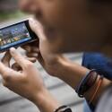Die neuesten Nachrichten aus sozialen Netzwerken abfragen sowie Multimediainhalte unterwegs genießen - diese zwei Dinge soll das C6 vor allem ermöglichen. (Bild: Nokia)
