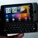 Die ausschiebbare Tastatur bietet zwei frei belegbare Tasten. (Bild: HTC)