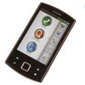 Auf dem Startbildschirm stehen die Funktionen Telefonieren, Navigieren und Karten anschauen im Fokus.