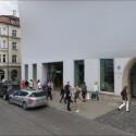 Sorgte bereits auf der Pressekonferenz für Lacher: Ein Mitmieter hat das Google Büro in München pixeln lassen. (Bild: Screenshot)