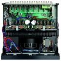 Ein Aluminium-Kühlkörper sorgt in der Neun-Kanal-Endstufe für ausreichend Kühlung. Darüber hinaus schirmt er auch noch die Elektronik wirksam ab.