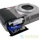 Lithium-Ionen-Akku für bis zu 310 Aufnahmen und eine SD- oder SDHC-Speicherkarte.