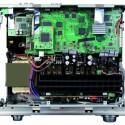 Vollgestopft mit modernster Technik: der Denon AVR-4810 im geöffneten Zustand. (Bild: netzwelt.de)