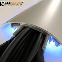 Der Hersteller Alunovo hat eine Reihe an Kabelkanälen aus Aluminium im Programm, die sich mit einer LED-Schiene kombinieren lassen. (Bild: Alunovo)