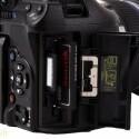 Die Kamera legt Fotos und Videos auf SD- und CF-Karten ab.