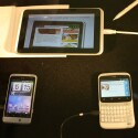 Drei von insgesamt sechs HTC-Neuheiten auf dem Mobile World Congress: Der Tablet-Computer HTC Flyer und die beiden Facebook-Handys ChaCha und Salsa. (Bild: netzwelt)