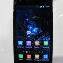 """Samsung grenzt verschiedene Bereiche durch so genannte Hubs voneinander ab.So findet der Nutzer zum Beispiel im """"Social Hub"""" all seine Sozialen Netzwerk-Kontakte."""