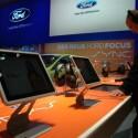 Auf Touchscreen-Displays zeigt Ford CeBIT-Besuchern die Funktionen der Kontroll- und Steuerungseinheit. (Bild: netzwelt)