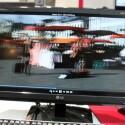 Ein polarisiertes Filmsubtrat ersetzt das Glas und ermöglicht 3D-Ansichten, die schon mit einer günstigen Polarisationsbrille zu sehen sind.