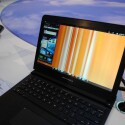 Unter der Webtop genannten Oberfläche laufen die Telefonanwendungen im Fenster weiter. (Bild: netzwelt)